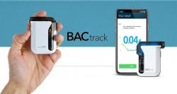 siliconreview-the-backtrack-breathalyzer-measures-the-alcohol-level-in-your-blood